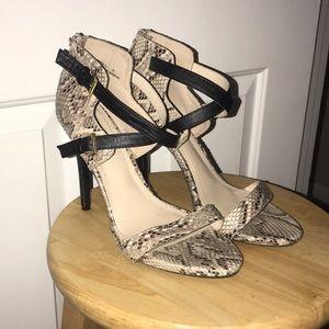 Snake print heels 👠 Size 10 *Like New*